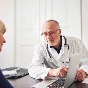 medic-explaining-diagnosis-to-woman